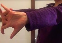 Finger Stretch - Palm Beach Occupation Therapy Recommended Exercise